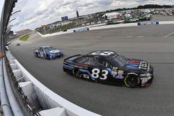Brett Moffitt, BK Racing Toyota, Chase Elliott, Hendrick Motorsports Chevrolet
