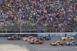 Restart: Martin Truex Jr., Furniture Row Racing Toyota, Kyle Larson, Chip Ganassi Racing Chevrolet,