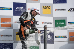 Podium de novatos: Joey Mawson, Van Amersfoort Racing, Dallara F317 - Mercedes-Benz