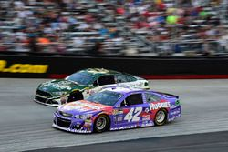 Kyle Larson, Chip Ganassi Racing Chevrolet, Danica Patrick, Stewart-Haas Racing Ford