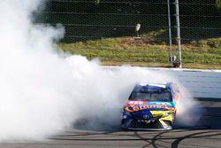 El ganador Kyle Busch, Joe Gibbs Racing Toyota