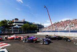 Jean-Eric Vergne, Techeetah, Sam Bird, DS Virgin Racing, y Nick Heidfeld, Mahindra Racing