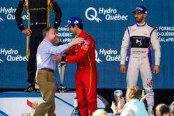 Lucas di Grassi, ABT Schaeffler Audi Sport, félicité par Jean Todt, président de la FIA