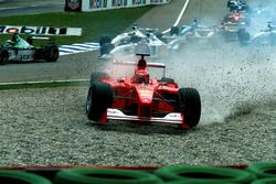 Start action, Crash of Michael Schumacher, Ferrari F1 2000
