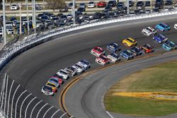 Race action, Kevin Harvick, Stewart-Haas Racing Ford leads