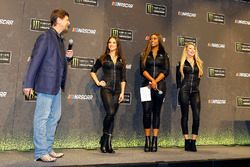 Mitch Covington y las chicas Monster Energy NASCAR Cup Series