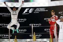 Podium: 2. Nico Rosberg, Mercedes AMG F1 feiert seinen WM-Titel