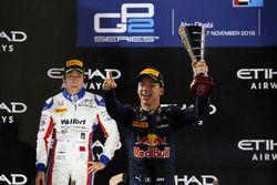 Pierre Gasly PREMA Racing y Nobuharu Matsushita, gran premio de ARTE celebra en el podio