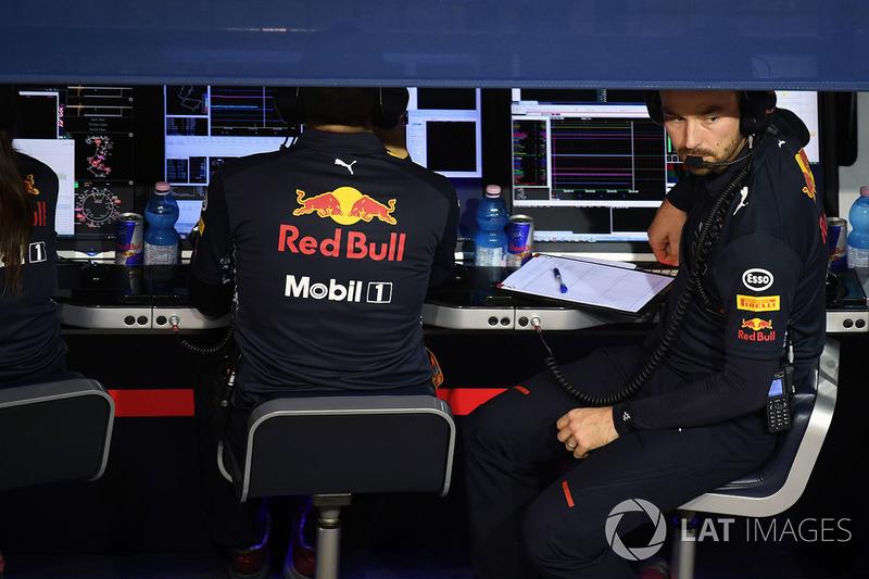 Гоночный инженер Red Bull Racing Саймон Ренни