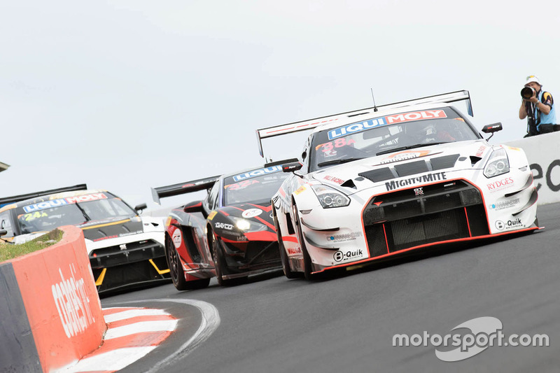 #38 Wall Racing, Nissan GT-R: Daniel Bilski, Adrian Flack, Chris Pither