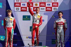 Podium: race winner Mick Schumacher, second place Jüri Vips, third place Moraes Cardoso