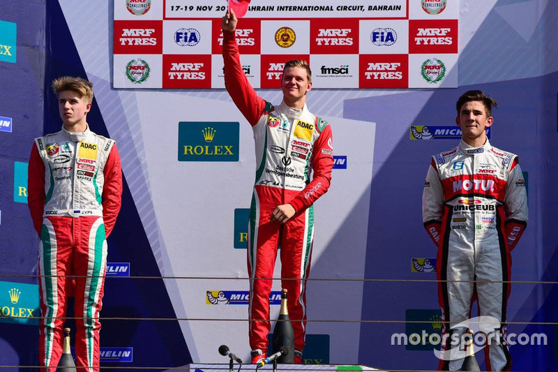 Podium: race winner Mick Schumacher, second place Jüri Vips, third place Moraes Cardoso