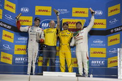 Podium: Race winner Gabriele Tarquini, LADA Sport Rosneft, Lada Vesta; second place Tom Chilton, Séb