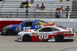 Cole Custer, Stewart-Haas Racing, Ford; Daniel Suárez, Joe Gibbs Racing, Toyota