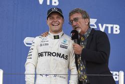 Eddie Jordan, TV Pundit, Channel 4 F1, interviews Race winner Valtteri Bottas, Mercedes AMG F1