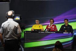 Nick Chester, directeur technique Renault Sport F1 Team, Luigi Fraboni, responsable des opérations moteur en piste Ferrari et Yusuke Hasegawa, responsable Honda Motorsport en conférence de presse