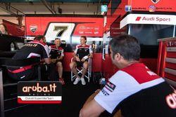 Chaz Davies, Aruba.it - Ducati Superbike, infortunato al box Ducati