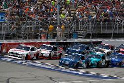 Коул Кастер, Haas Automation Ford и Джастин Алгайер, JR Motorsports Chevrolet