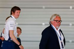 Keke Rosberg and Rob Smedley, Head of Vehicle Performance, Williams