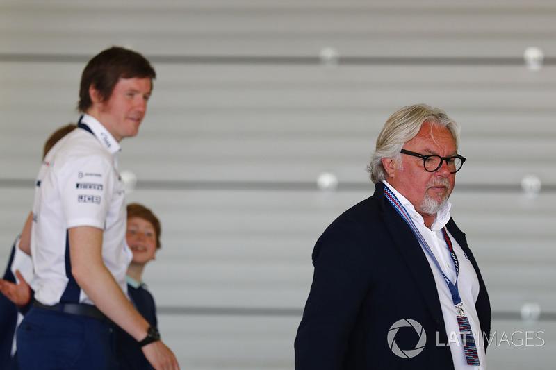 Keke Rosberg and Rob Smedley, Head of Vehicle Performance, Williams