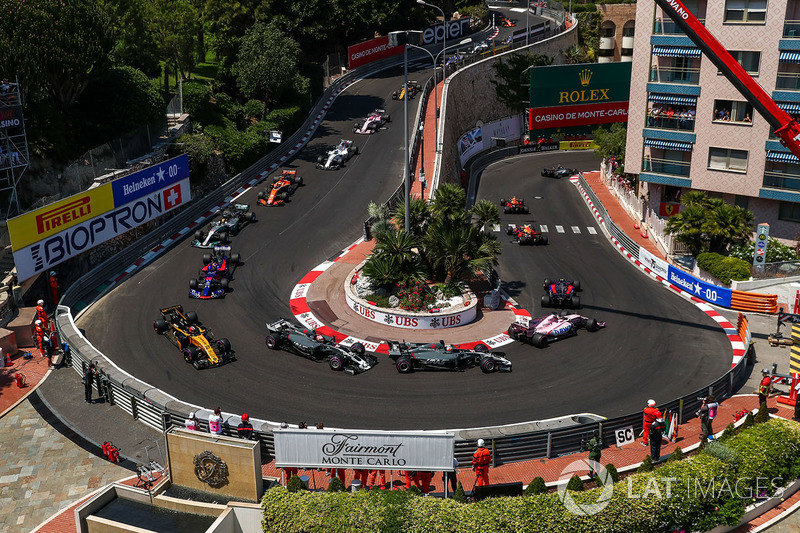 40 км/ч – скорость прохождения машинами Формулы 1 шпильки Grand Hotel. Это самый медленный поворот чемпионата