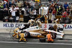 Helio Castroneves, Team Penske Chevrolet pit stop