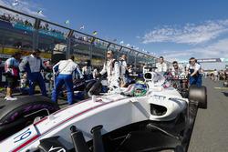 Felipe Massa, Williams FW40, arrive sur la grille