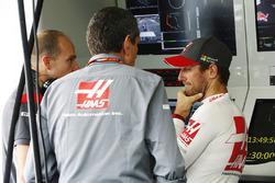 Guenther Steiner, Team Principal, Haas F1 Team, Romain Grosjean, Haas F1 Team