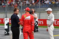 Davide Valsecchi, Sky Italia, el ganador de la pole Valtteri Bottas, Mercedes AMG F1, Sebastian Vettel, Ferrari, Lewis Hamilton, Mercedes AMG F1