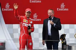 Podio: il vincitore della gara Valtteri Bottas, Mercedes AMG F1, Martin Brundle, Sky TV