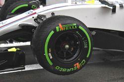 Williams FW40: Vorderrad