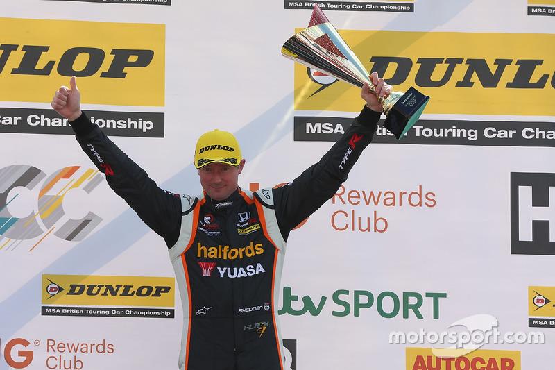 Segundo, Gordon Shedden, Halfords Yuasa Racing Honda Civic Type R