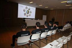 Briefing dei piloti dello Scholarship Programme con gli allenatori
