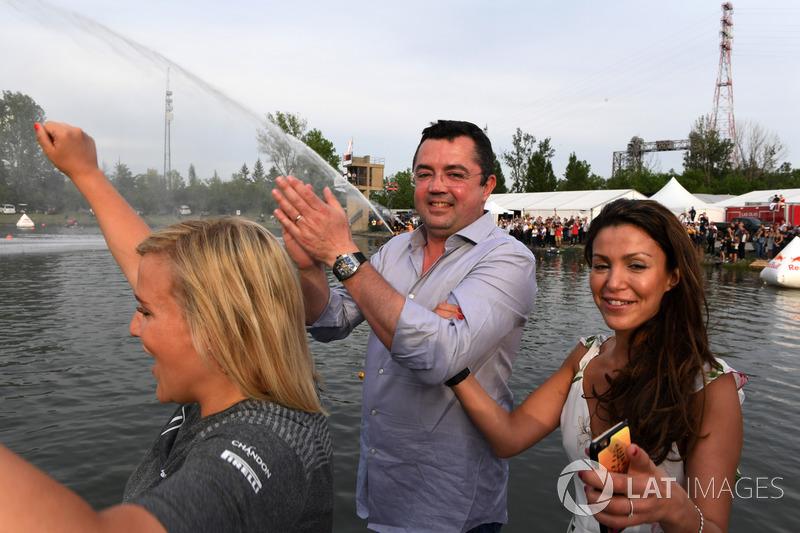 Eric Boullier, McLaren Racing Director en la carrera de balsas