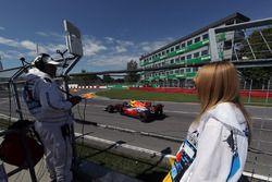 Marshals observe Max Verstappen, Red Bull Racing RB13