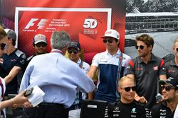 Lance Stroll, Williams, mit Chase Carey, Formel-1-Chef