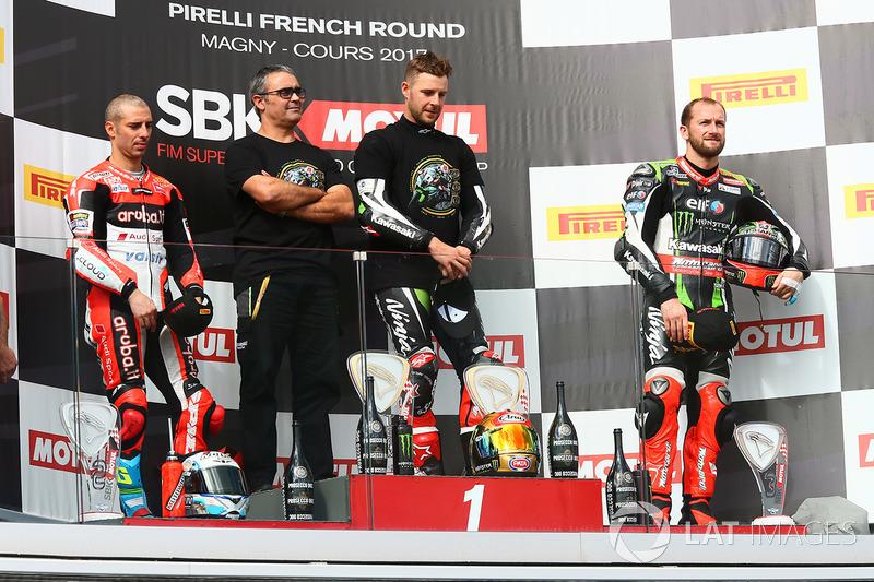Podio: ganador de la carrera y campeón de 2017 Jonathan Rea, Kawasaki Racing, segundo lugar Marco Melandri, Ducati Team y tercer lugar Tom Sykes, Kawasaki Racing