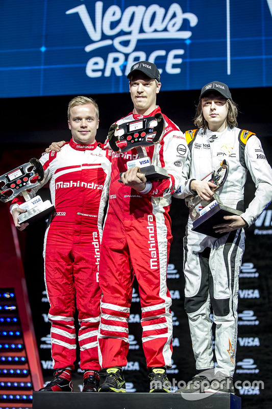 Podium: 3er lugar, Felix Rosenqvist, Mahindra Racing, 1ro, Olli Pahkala, Mahindra Racing y 2do, Bono Huis, Faraday Future Dragon Racing