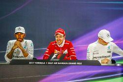 Conférence de presse d'après-course : le vainqueur Sebastian Vettel, Ferrari, le second Lewis Hamilton, Mercedes AMG, le troisième Valtteri Bottas, Mercedes AMG F1