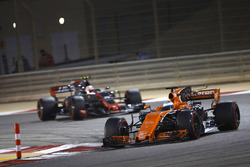 Fernando Alonso, McLaren MCL32, leads Kevin Magnussen, Haas F1 Team VF-17