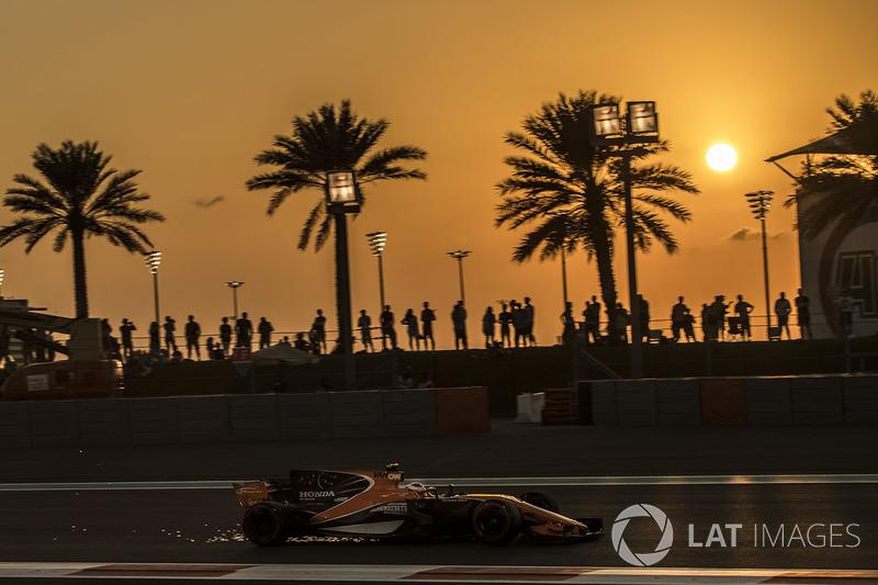 Stoffel Vandoorne, McLaren MCL32 sacando chispas