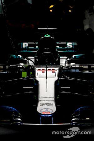 Detalle de Lewis Hamilton, W08 de F1 de Mercedes-Benz en el garaje del ala de la nariz y la frente