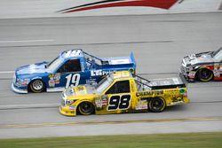 Austin Cindric, Brad Keselowski Racing Ford, Grant Enfinger, ThorSport Racing Toyota