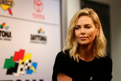 Charlize Theron, starter onoraria