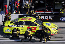 Ryan Blaney, Team Penske Ford Fusion pit stop