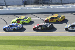 Ricky Stenhouse Jr., Roush Fenway Racing Ford Fusion, Ryan Blaney, Team Penske Ford Fusion, Kurt Bus