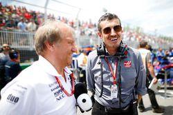 Bob Fernley, team principal adjoint de Force India, et Günther Steiner, Team Principal, Haas F1, sur la grille