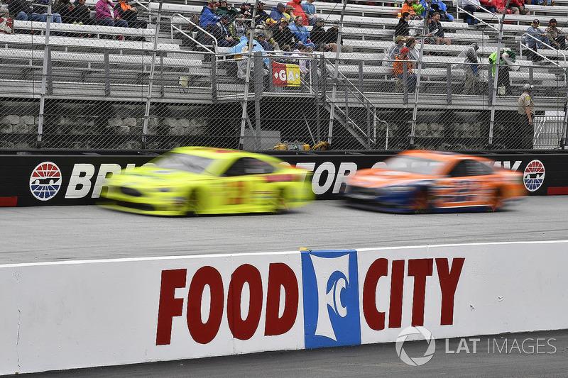 Paul Menard, Wood Brothers Racing, Ford Fusion Menards / Dutch Boy and Joey Logano, Team Penske, Ford Fusion Autotrader