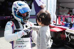Sam Bird, DS Virgin Racing, con un fan