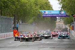 Start of race with Jean-Eric Vergne, Techeetah, leading Sam Bird, DS Virgin Racing, Andre Lotterer, Techeetah, Maro Engel, Venturi Formula E Team